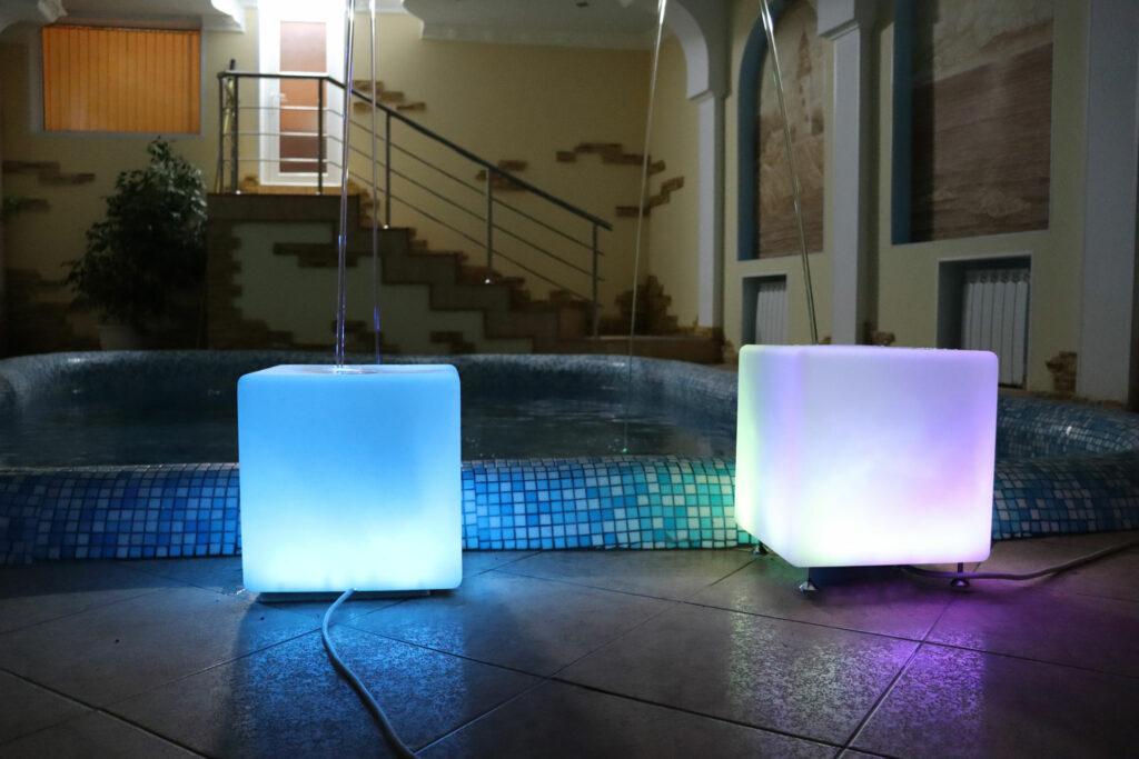 Фонтан в бассейн (кубики)