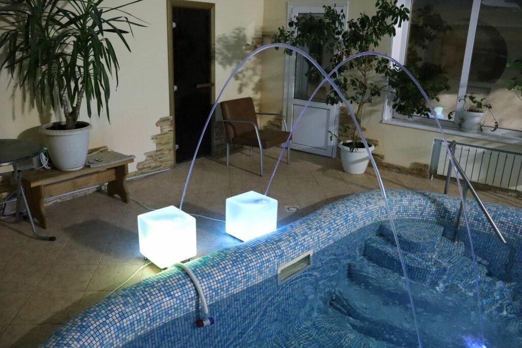 Фонтан в бассейн (2 варианта)